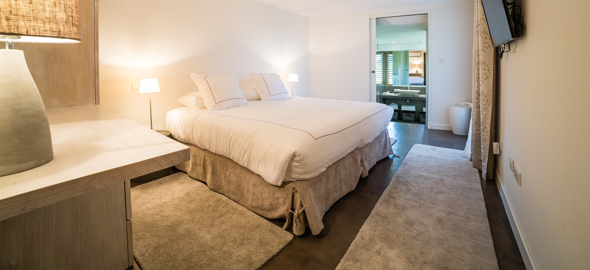 luxury-11-bedroom-villa-dordogne-france.