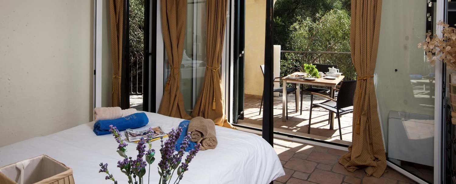villa-mokoras-corfu-double-bedroom-2