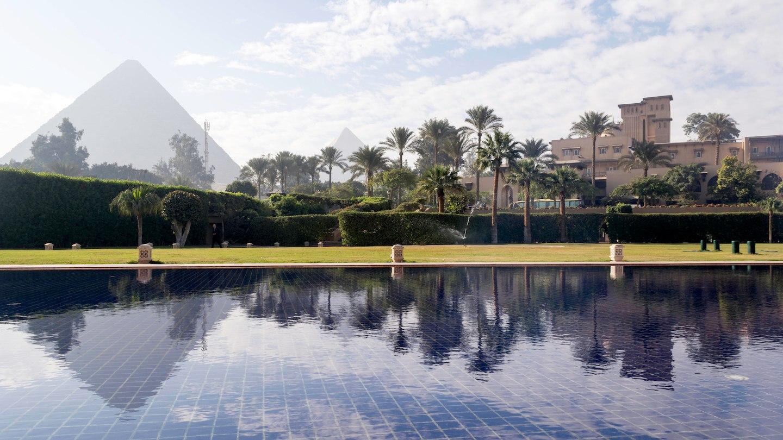 luxury-cairo-hotel-pyramid-view