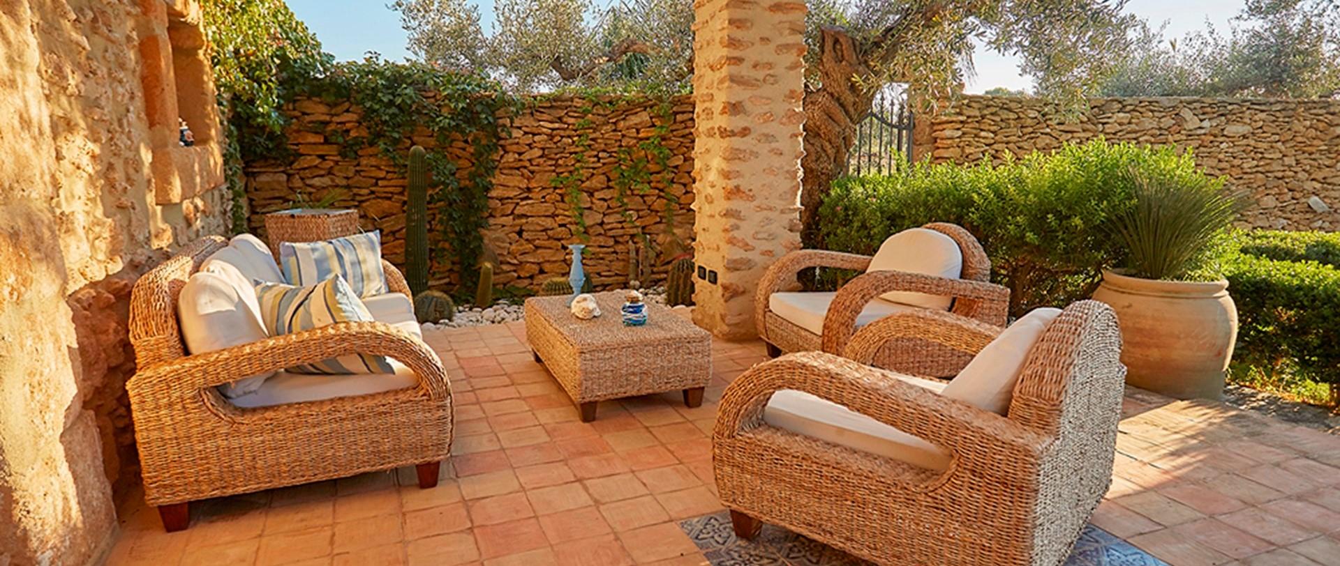 villa-selinunte-sicily-sun-terrace-seati
