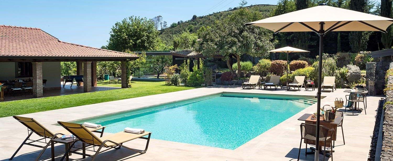 family-pool-villa-sicily