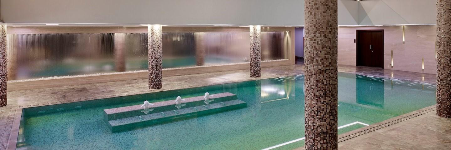 parklane-hotel-thalassotherapy-pool