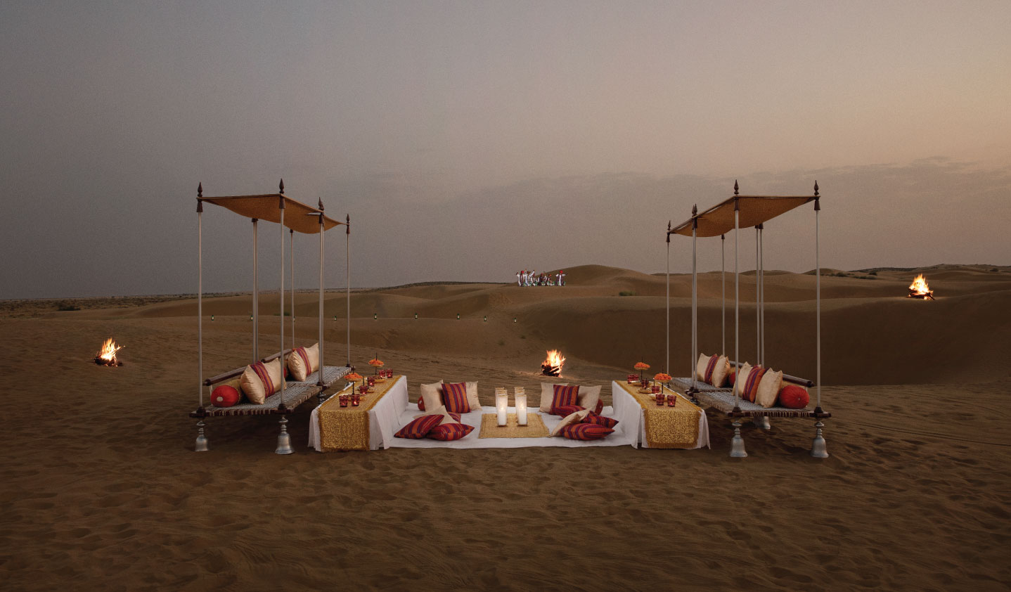 Dinner-on-the-dunes-Jaisalmer