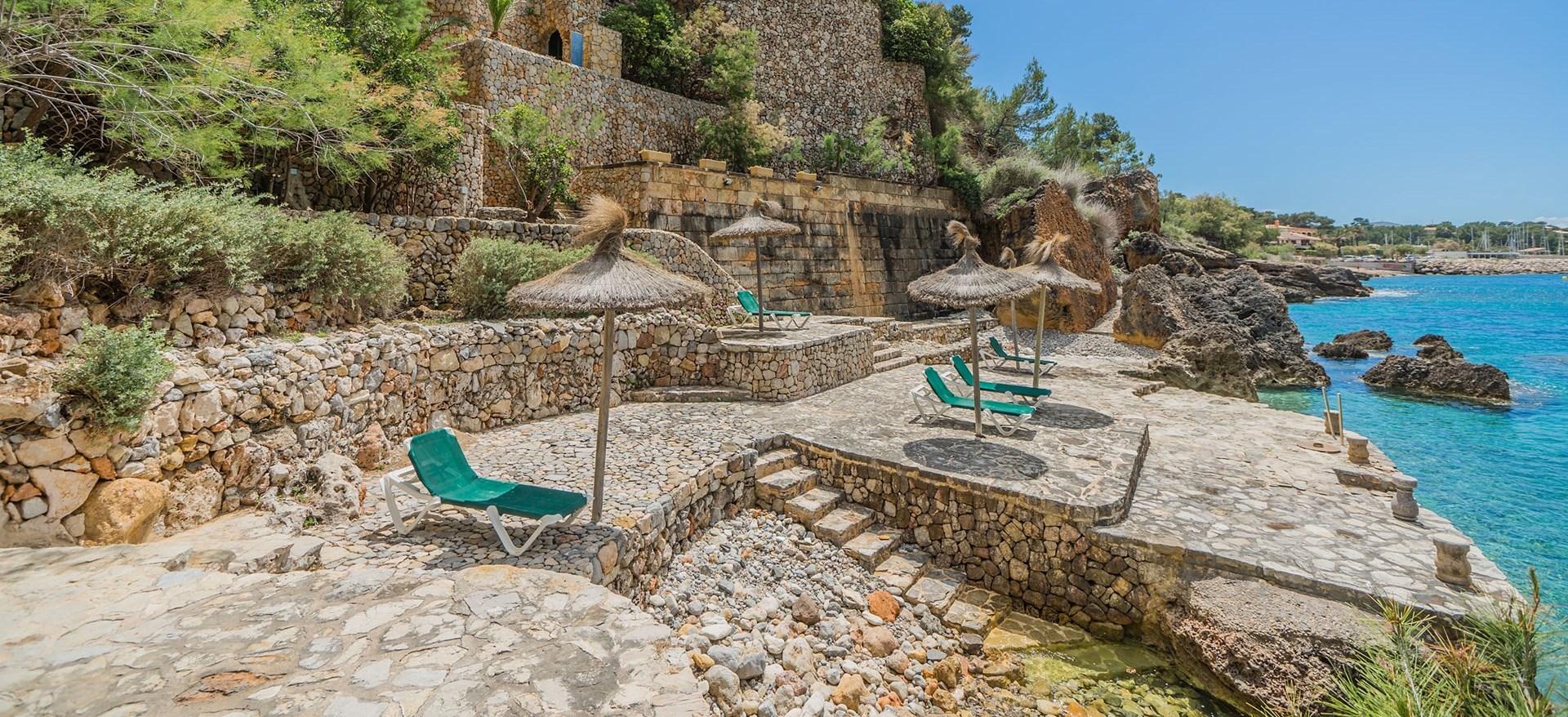 villa-el-mirador-seaside-deck