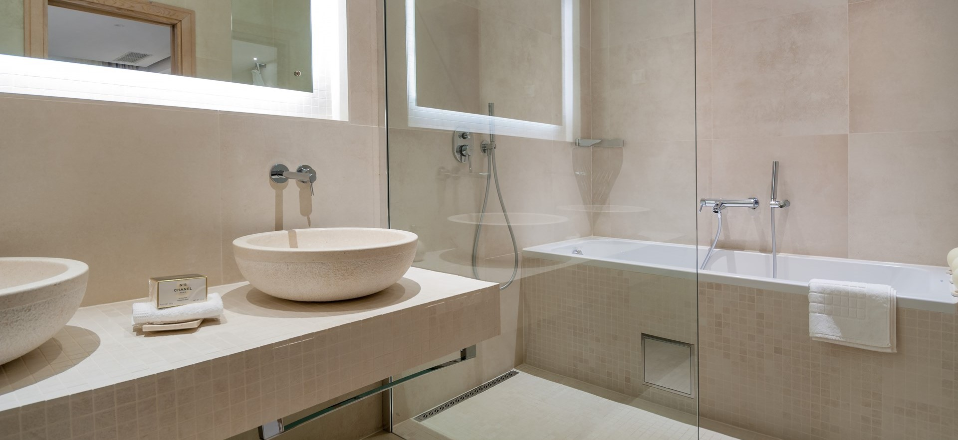 sumartin-bay-house-modern-bathrooms