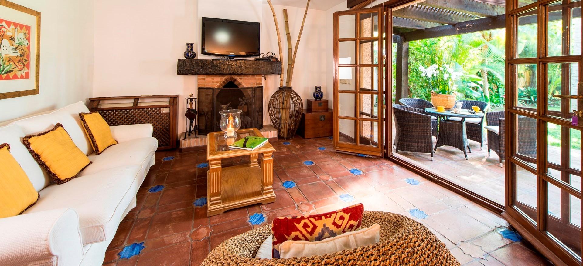 villa-marbella-casita-lounge