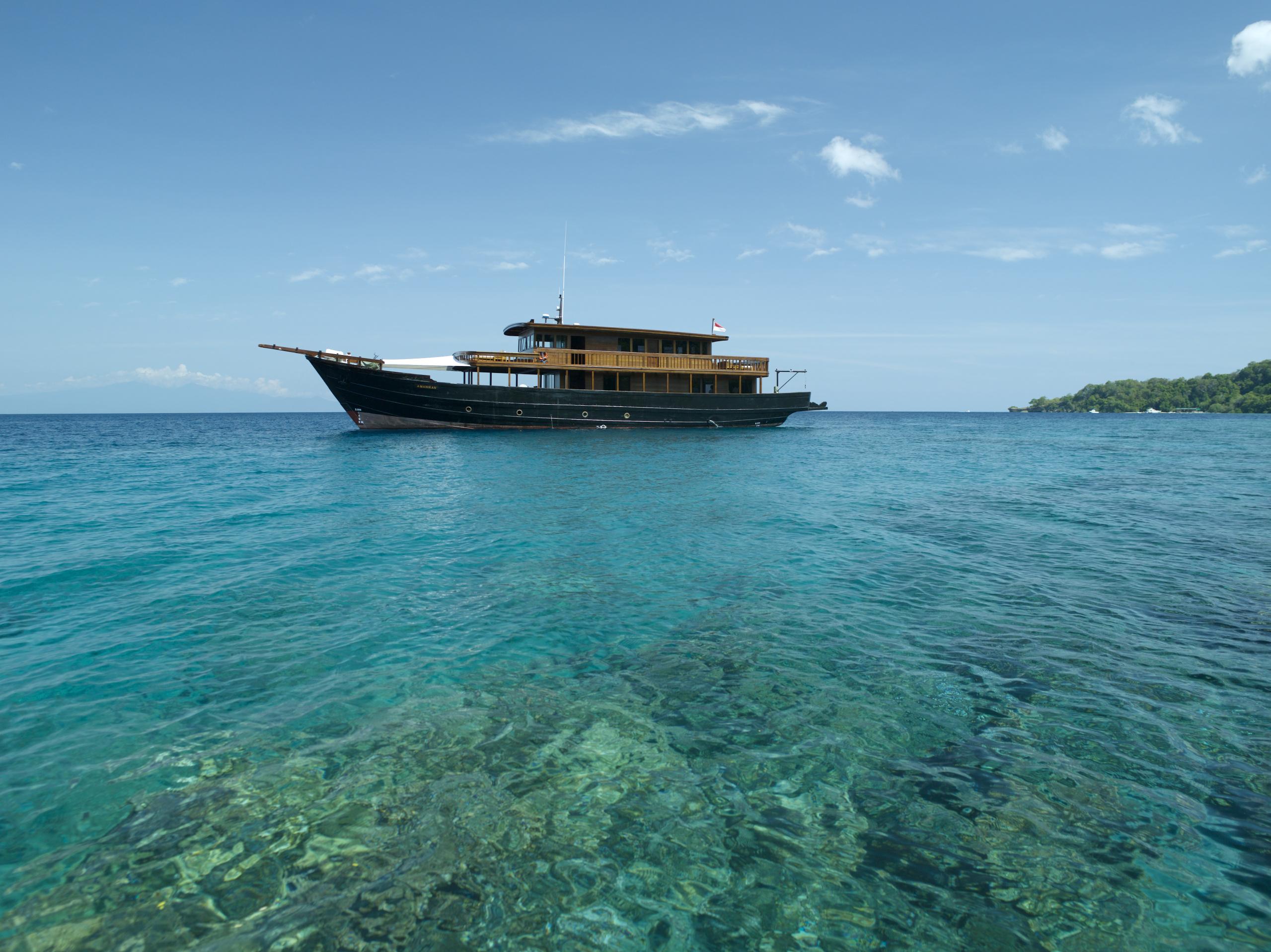 Amanikan-luxury-cruise-indonesia