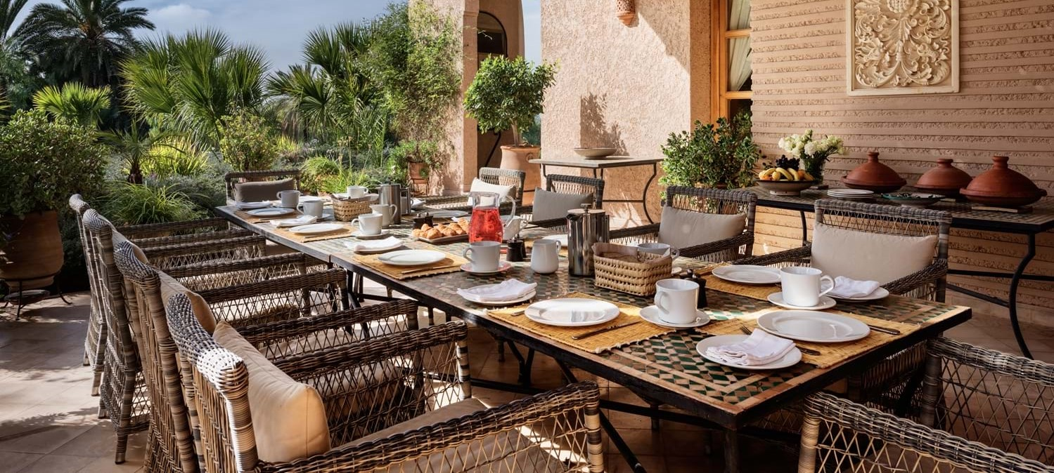 villa-cobalt-blue-breakfast-terrace