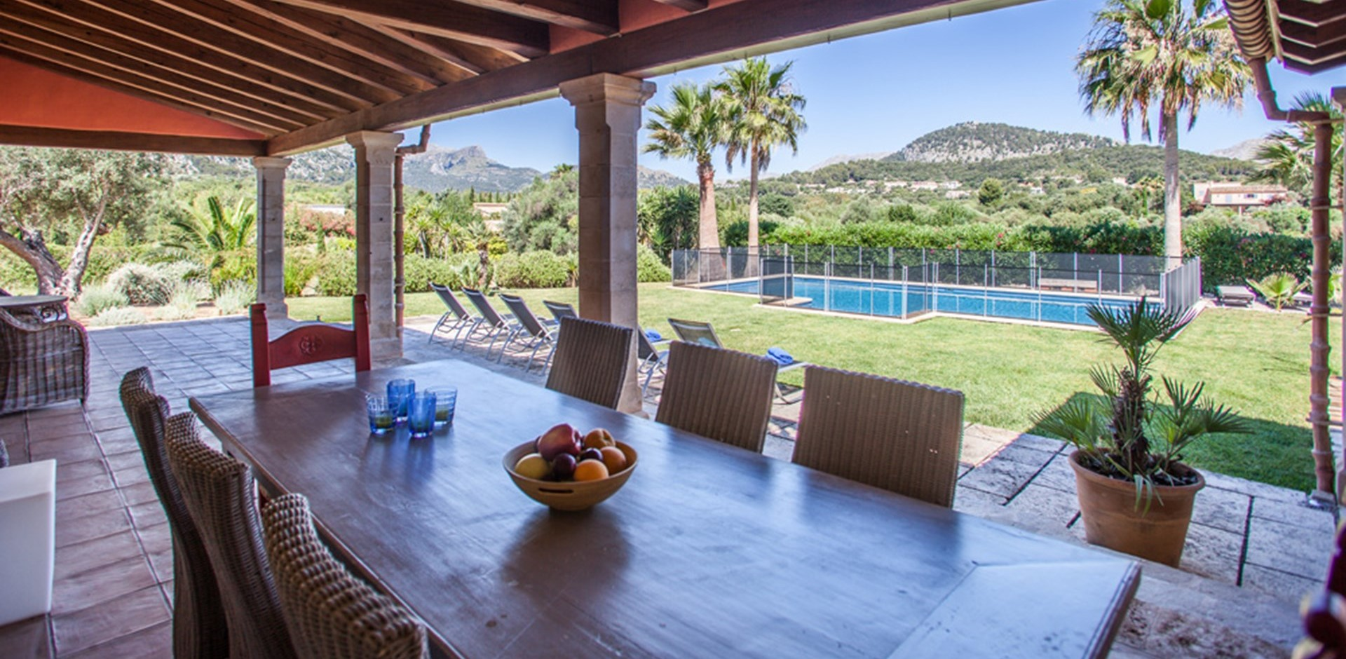luxury-3-bed-villa-mallorca-dining-terra