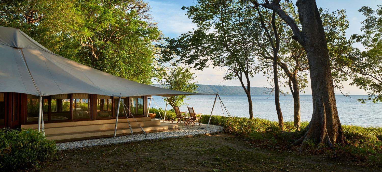 amanwana-moyo-island-ocean-tent