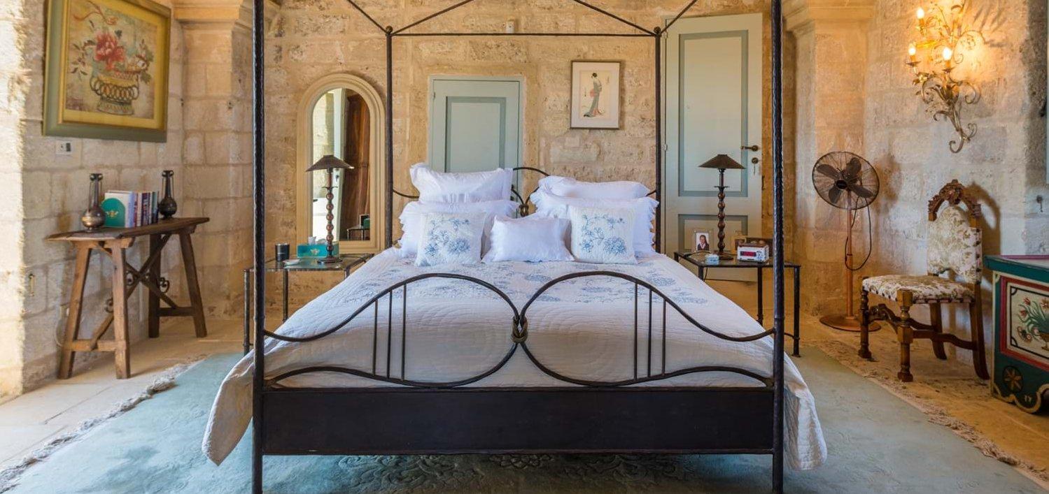 masseria-torre-pinta-master-bedroom