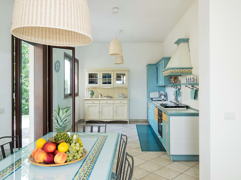 beach-view-house-kitchen
