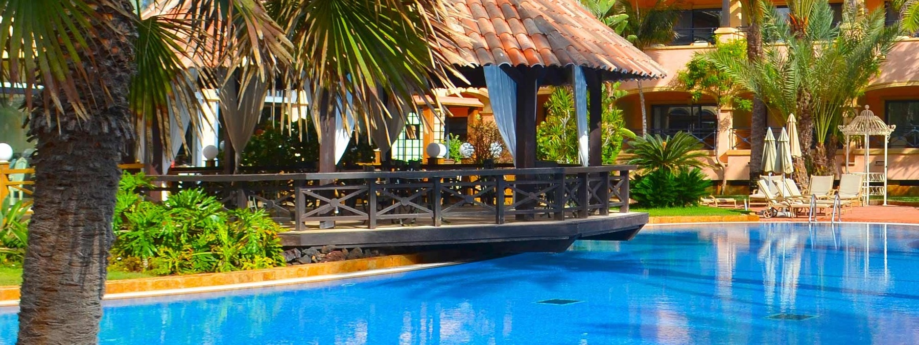 gran-hotel-atlantis-pool-bar