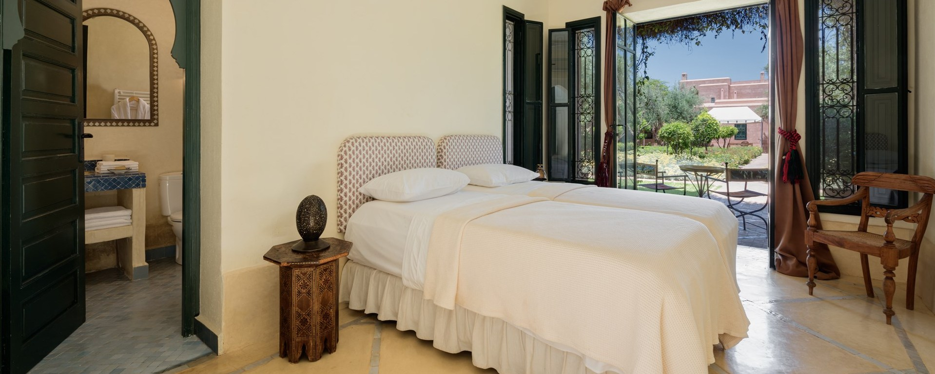 dar-des-roses-blanches-twin-bedroom1