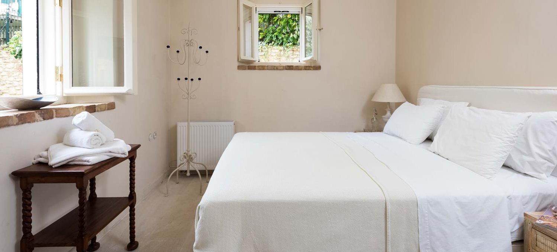 villa-archontiko-double-bedroom-1