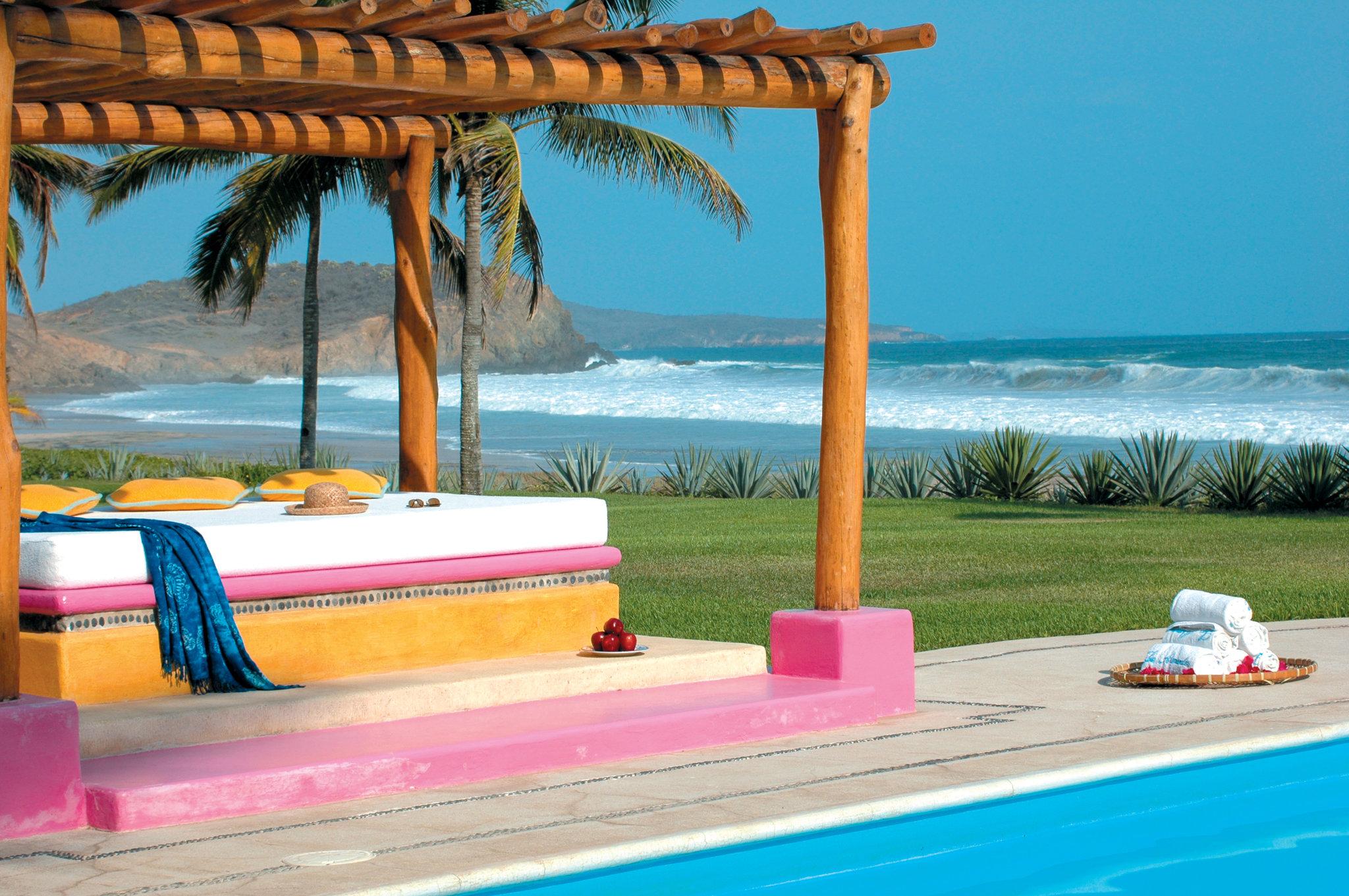 pool-pergola-las-alamandas-mexico