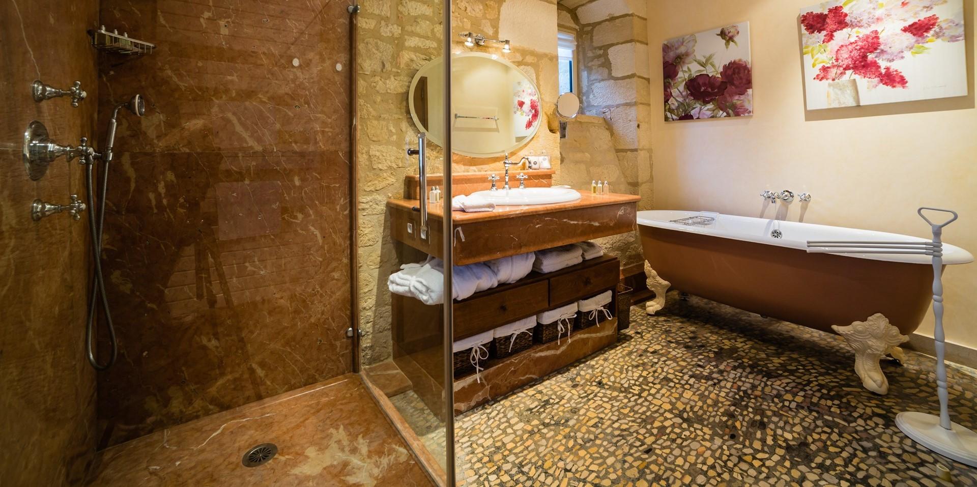 villa-le-village-master-suite-bathroom