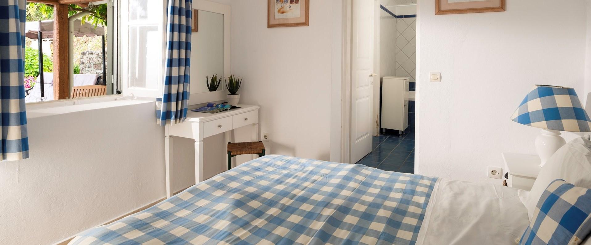 apraos-house-double-bedroom