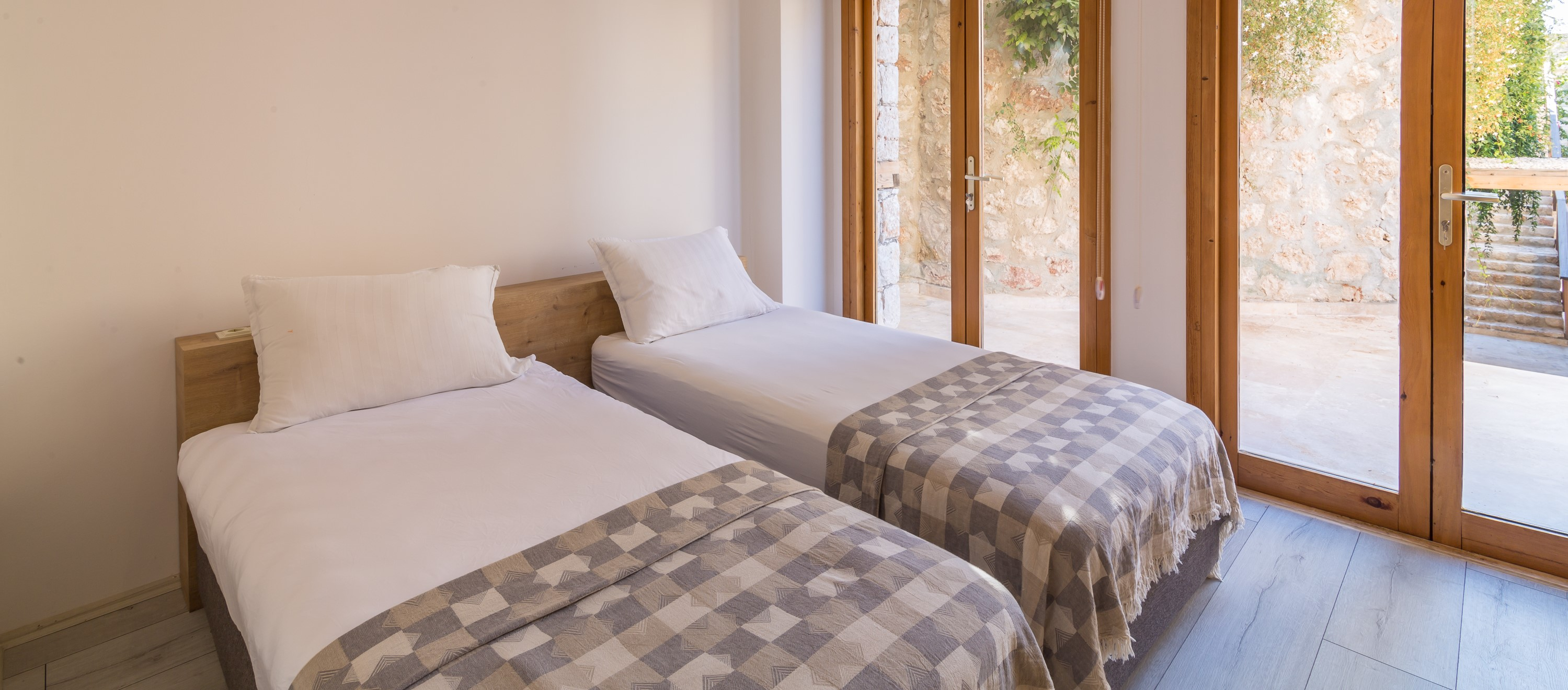 villa-malikani-kalkan-twin-bedroom
