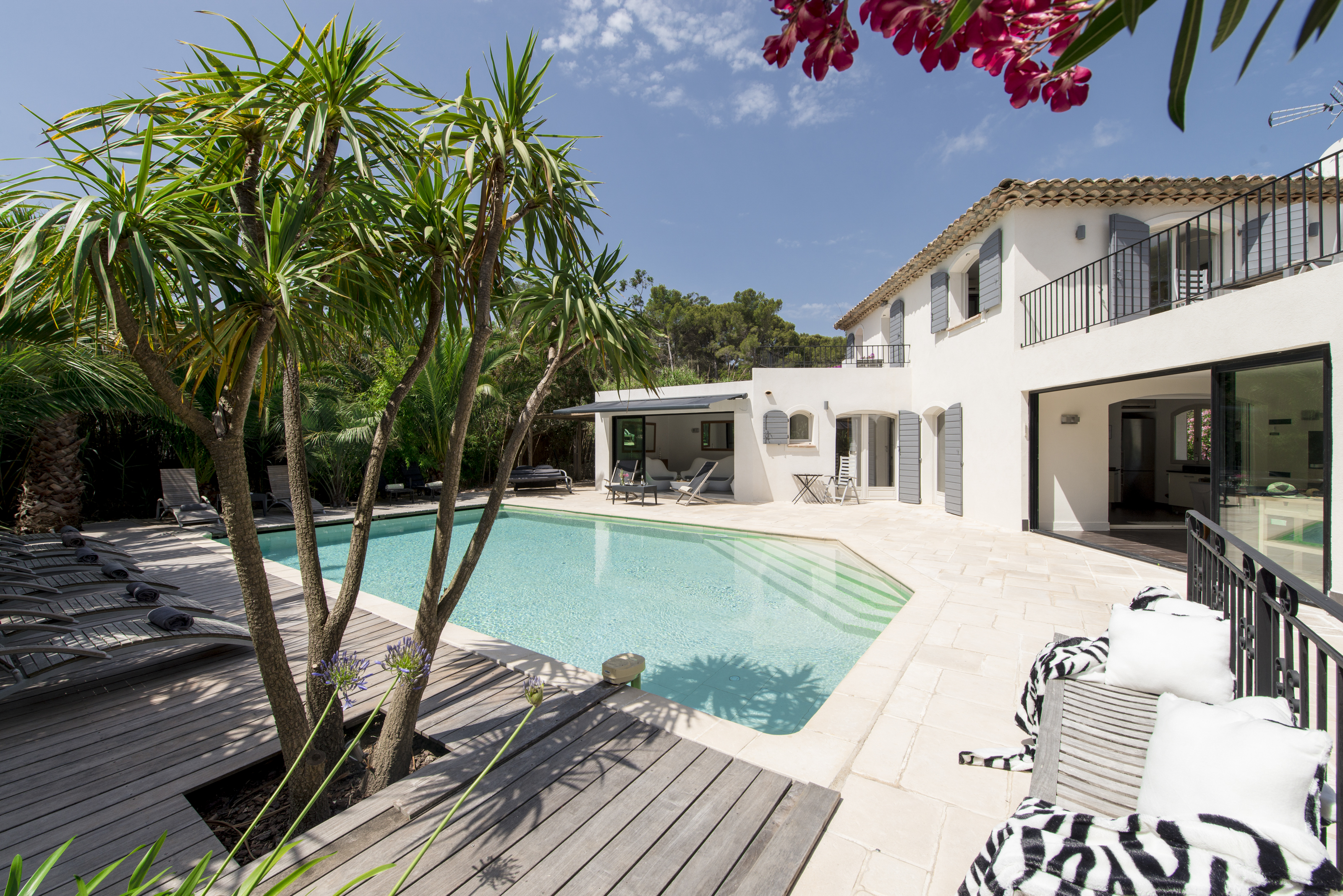 Côte-d'Azur-luxury-5-bedroom-villa