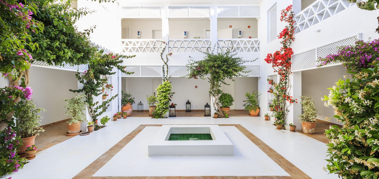 vila-monte-farm-house-courtyard