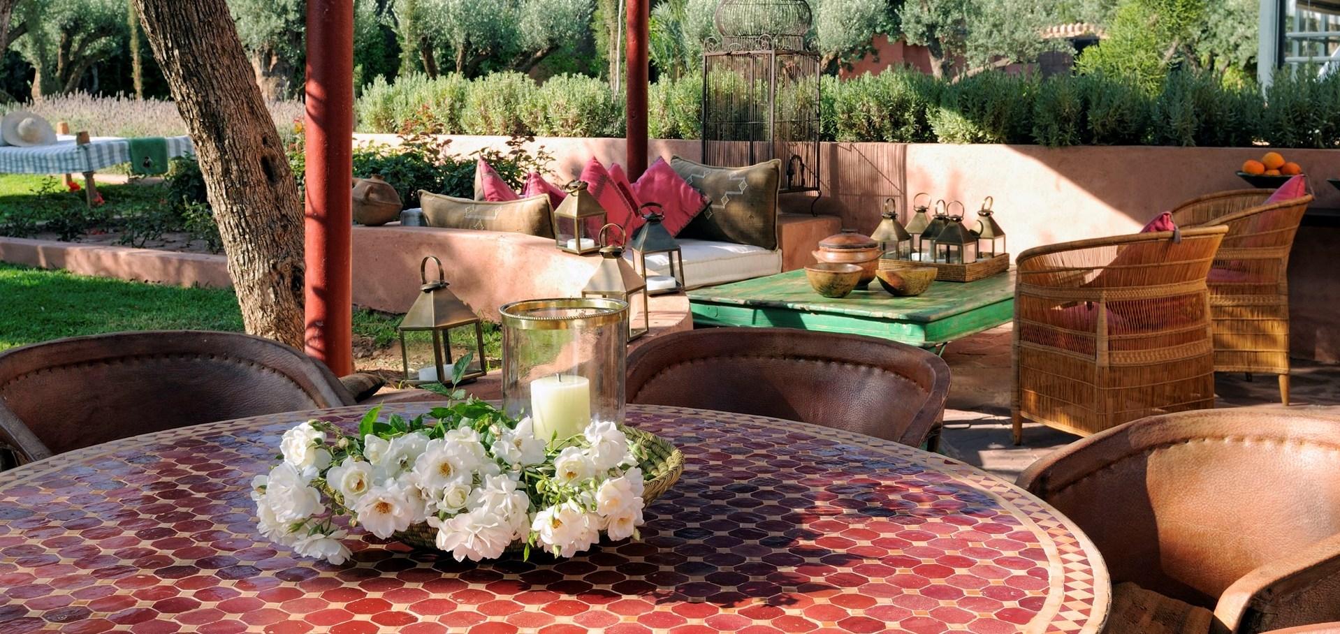 villa-alkhozama-dining-terrace