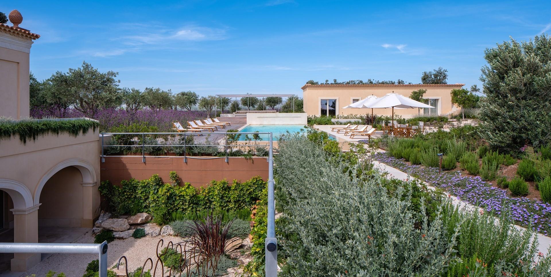 luxury-6-bed-pool-villa-sicily