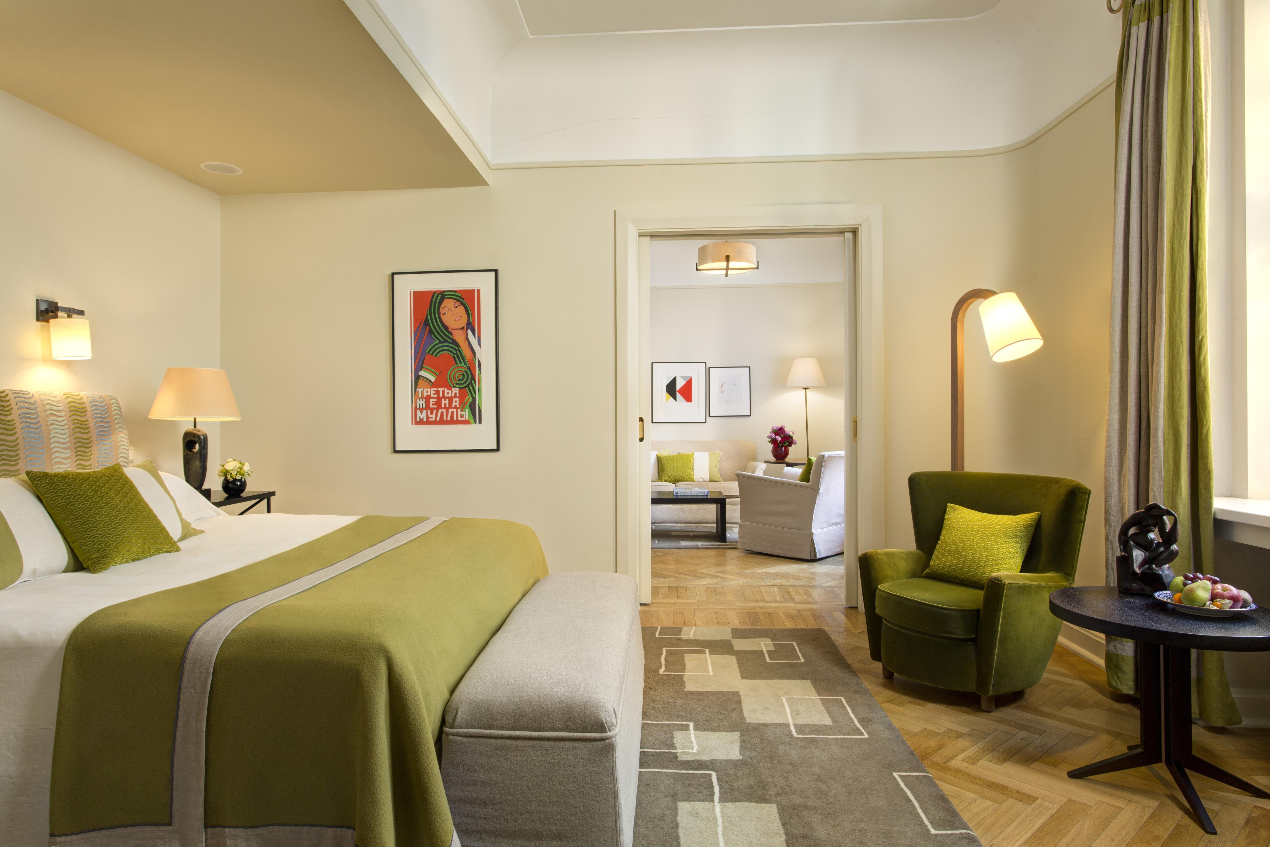 hotel-astoria-ambassador-suite