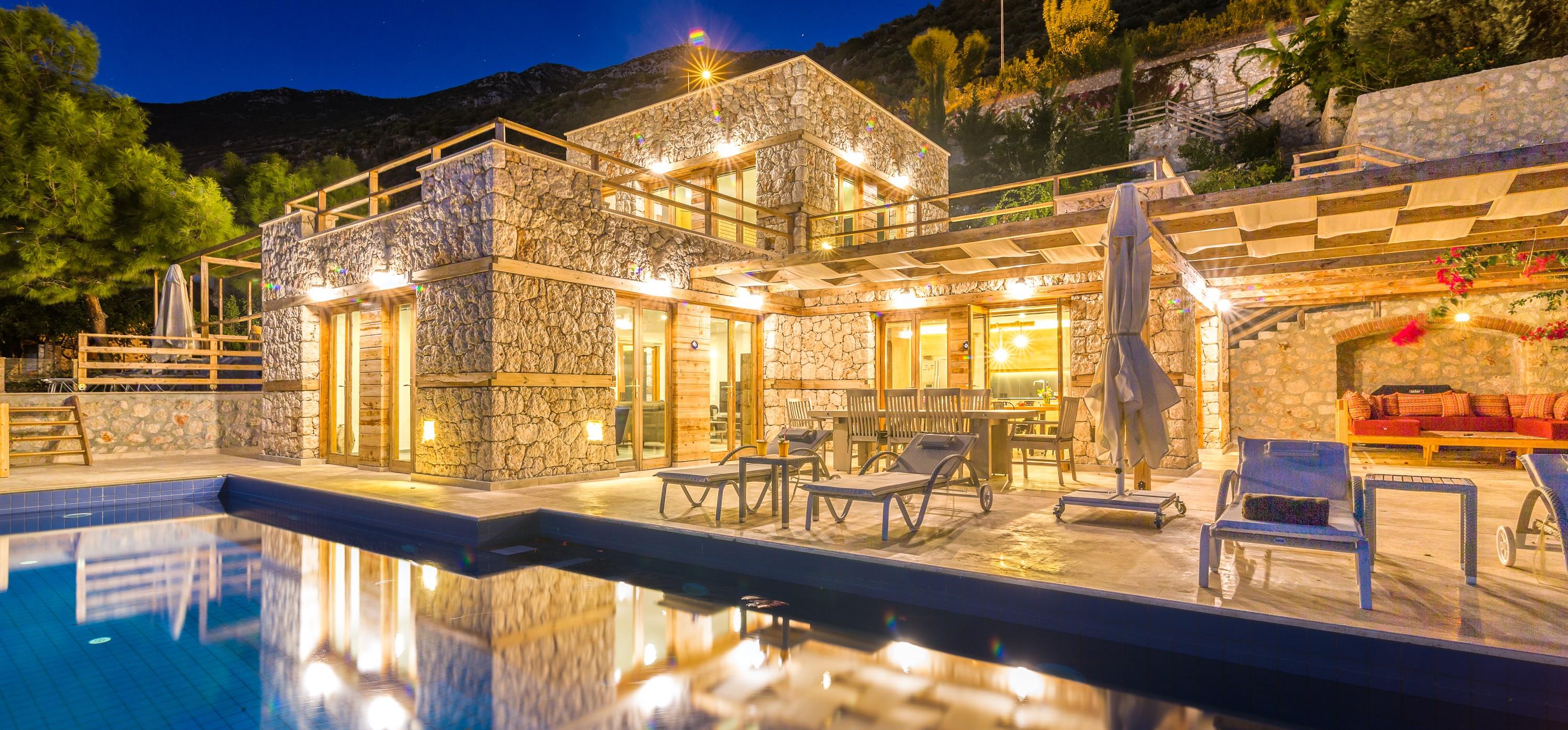 villa-malikani-kalkan-night