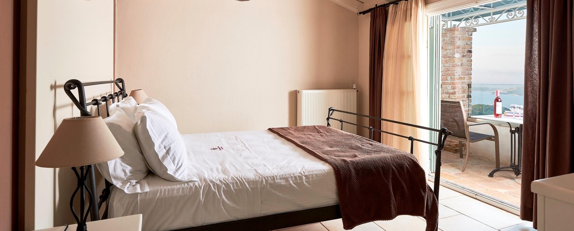 villa-kokkini-corfu-master-bedroom