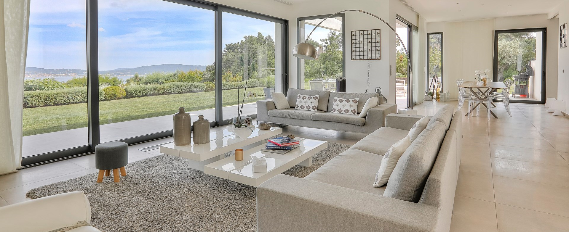 villa-grimaud-open-plan-interior