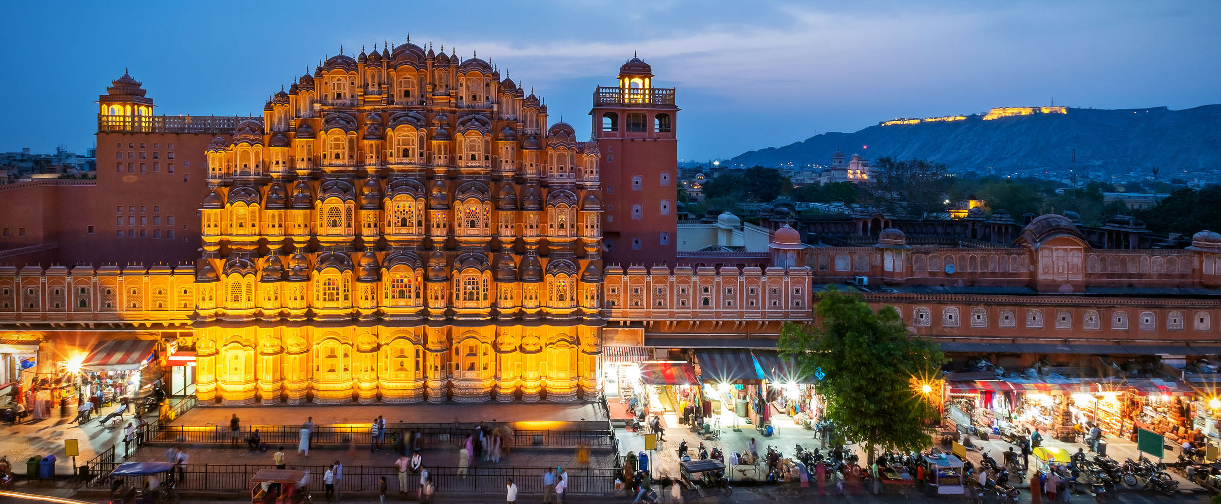 palace-of-winds-jaipur-facade-night