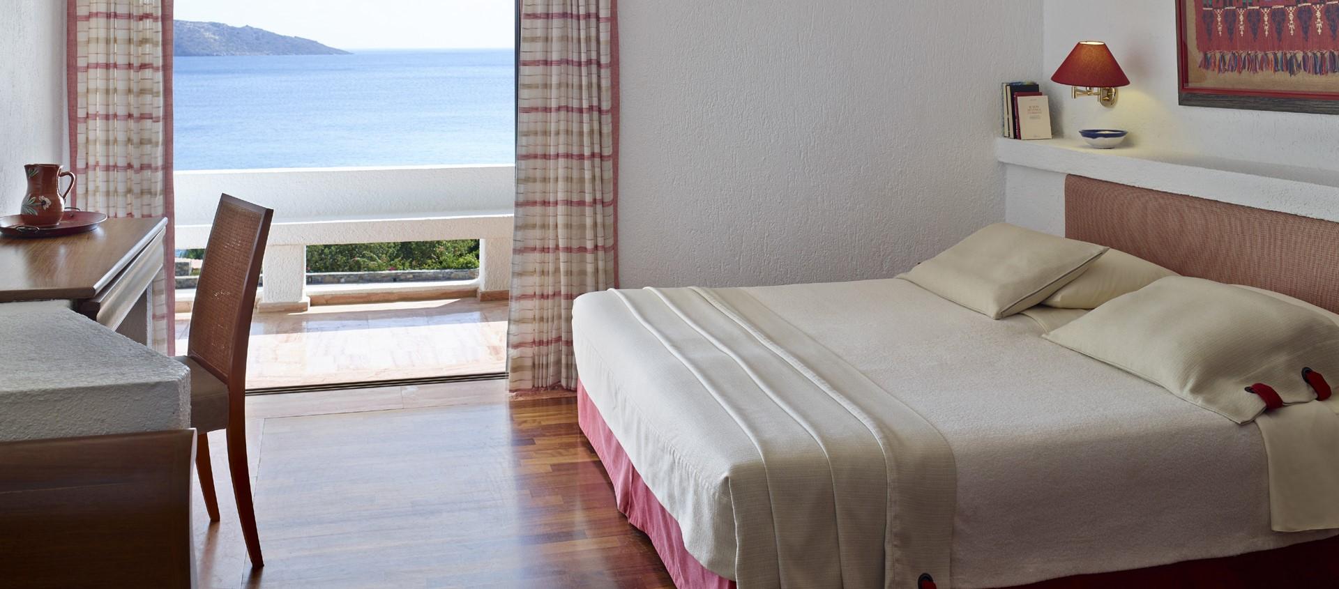 elounda-mare-superior-suite-bedroom
