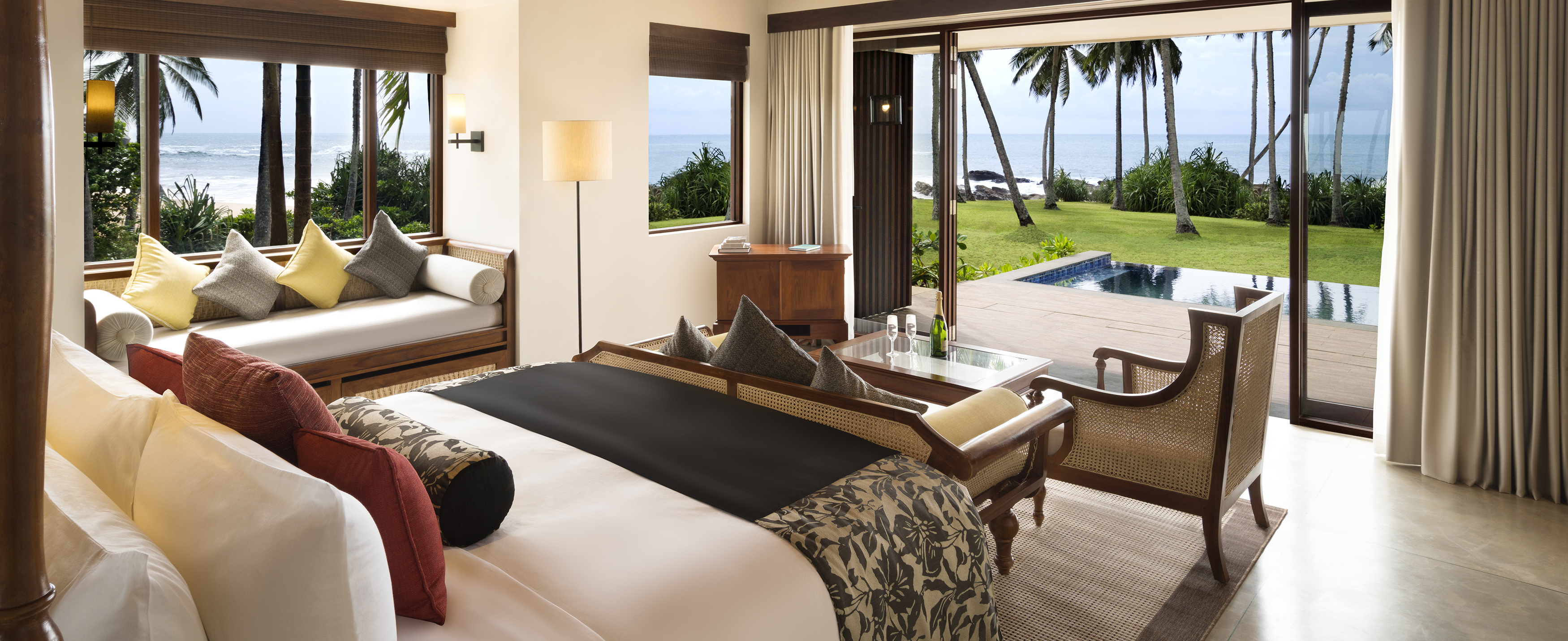 Beach-Villa-anantara-peace-haven
