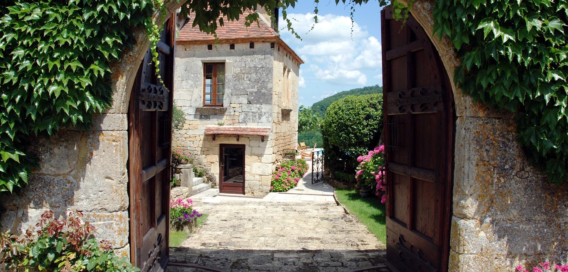 villa-le-village-entrance-gate