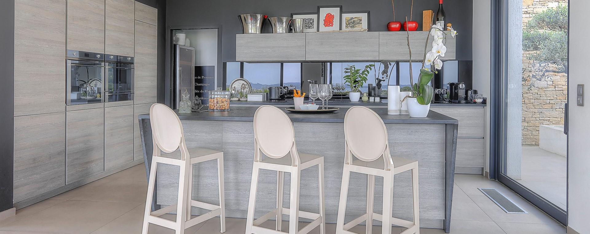 villa-grimaud-modern-kitchen