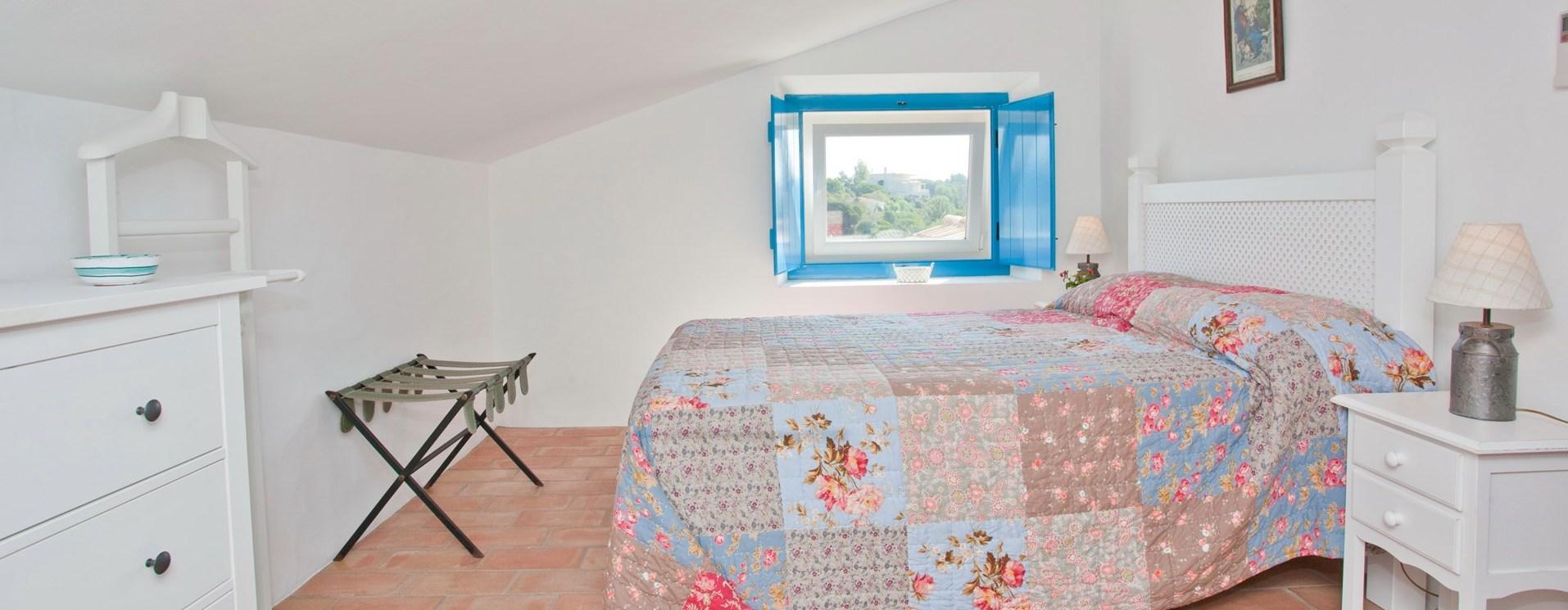 beach-cottage-algarve-bedroom