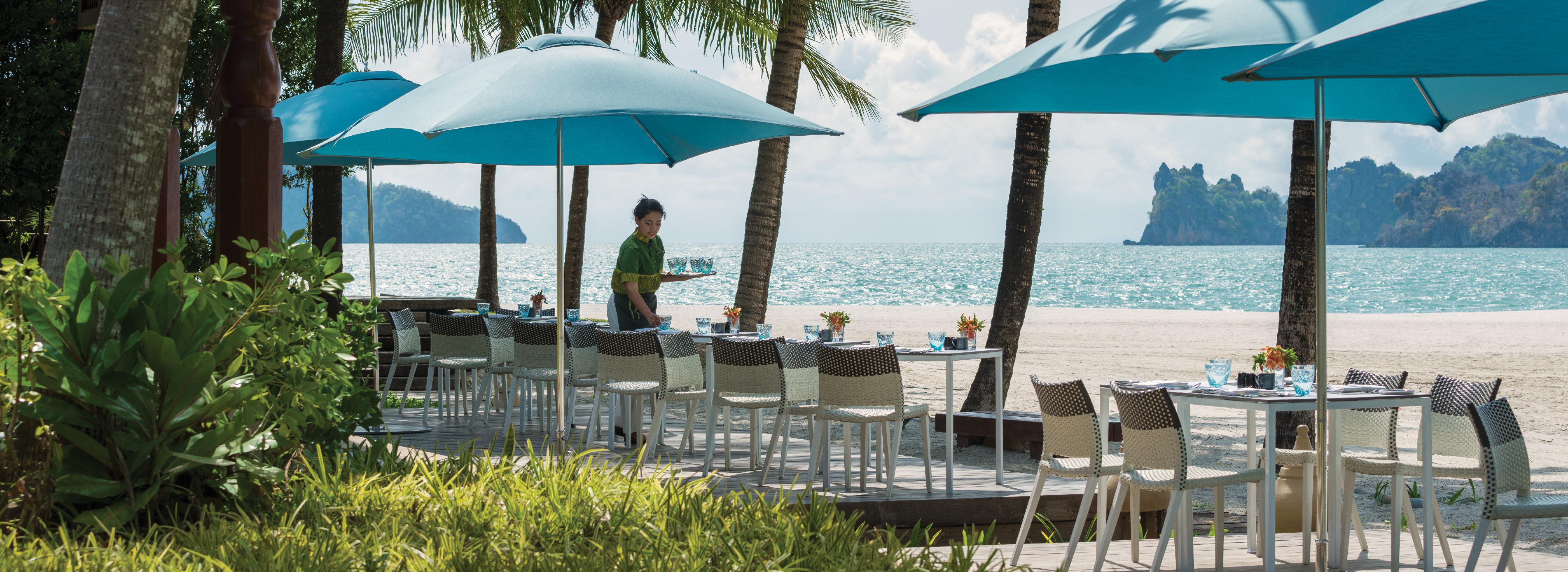 four-seasons-serai-breakfast-terrace
