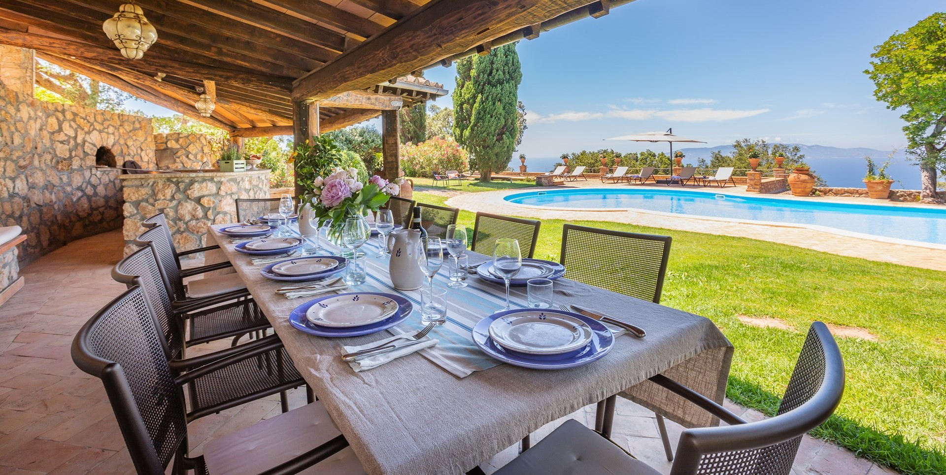 large-family-luxury-villa-tuscany