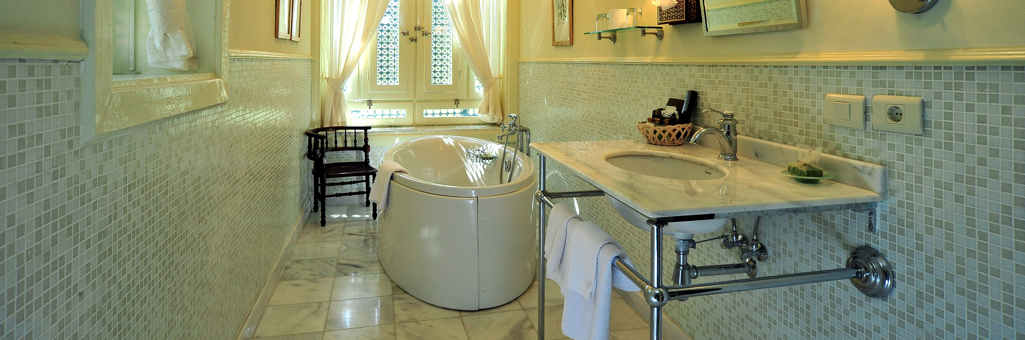 villa-belle-epoque-ensuite-bathroom