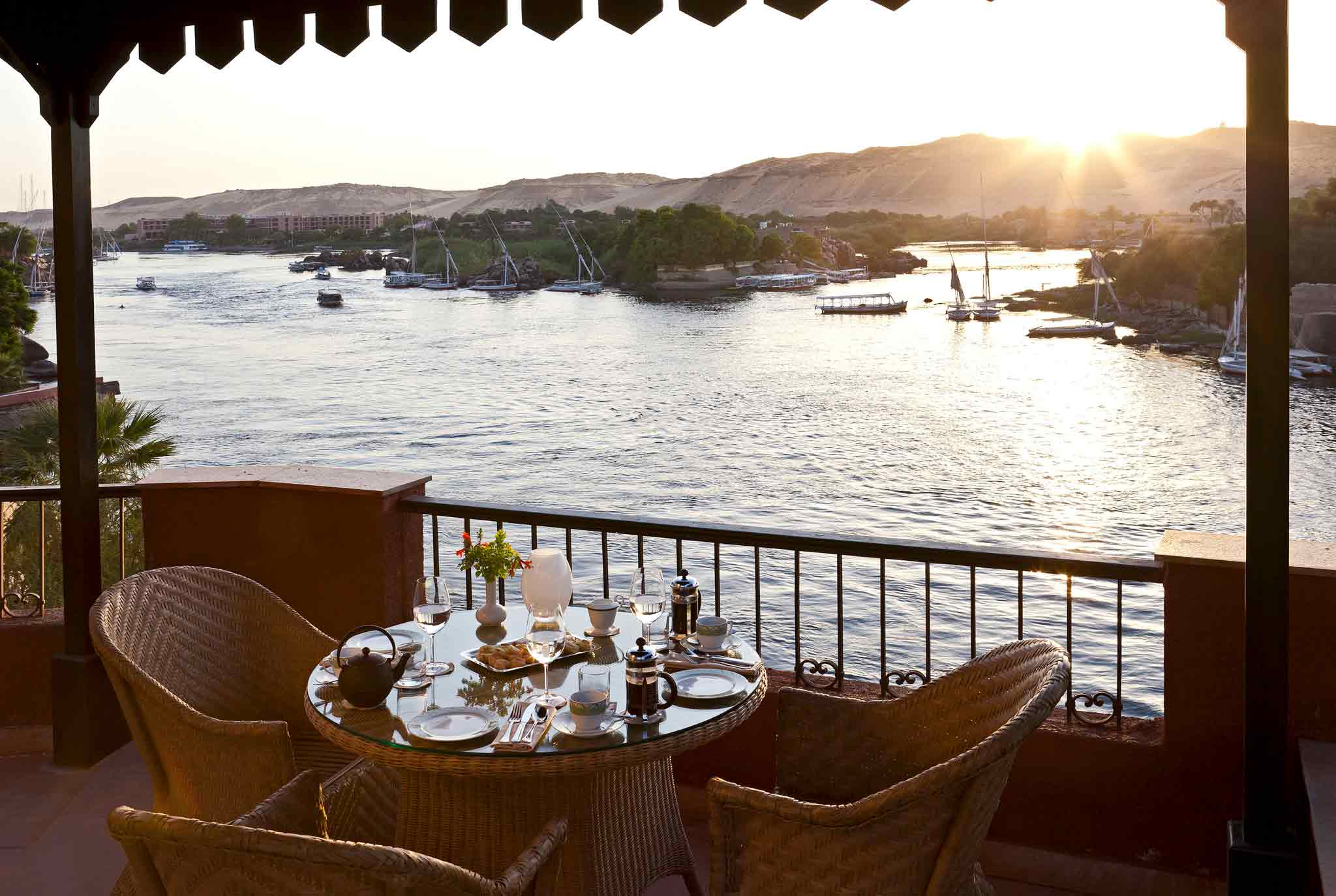 evening-drinks-beside-nile-aswan