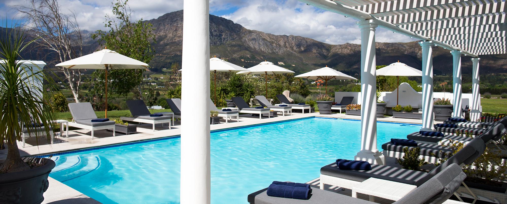 mont-rochelle-outdoor-pool