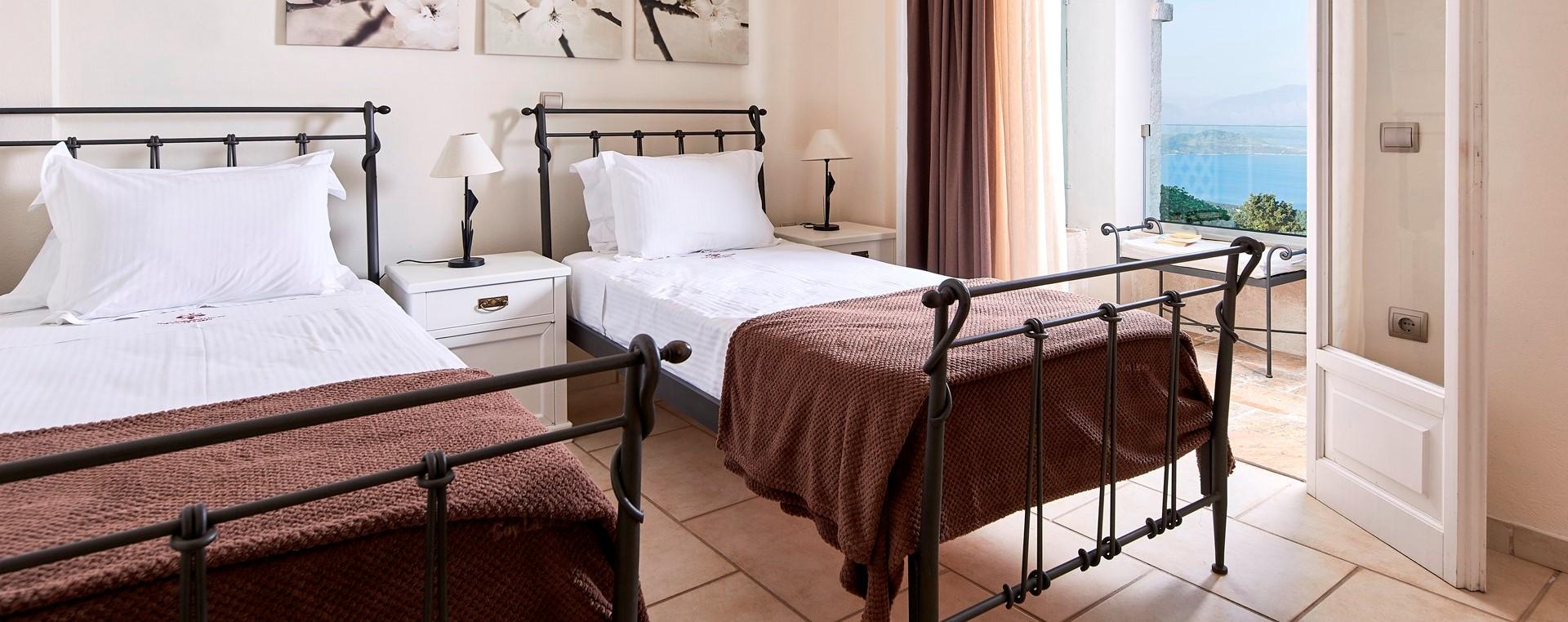 villa-kokkini-corfu-twin-bedroom
