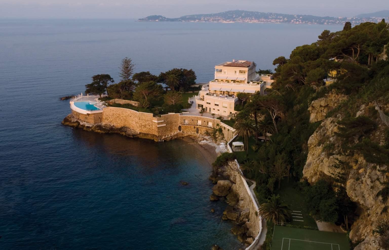 cap-estel-luxury-hotel