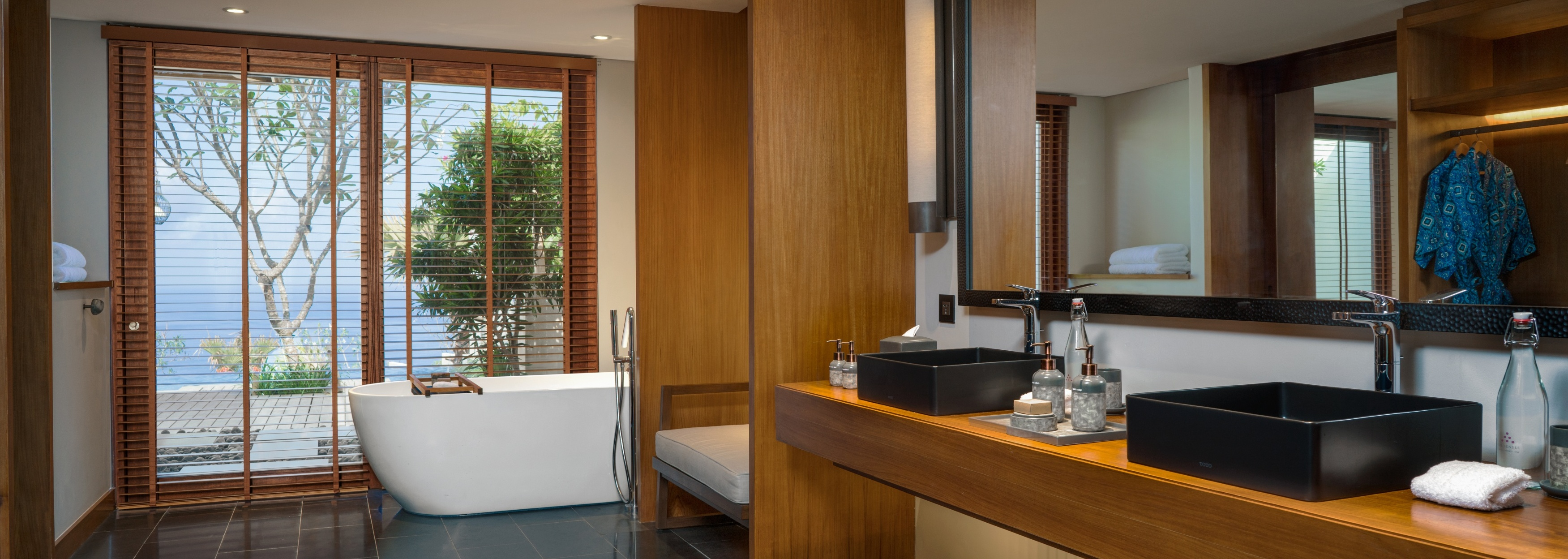 six-senses-uluwatu-luxury-bathroom
