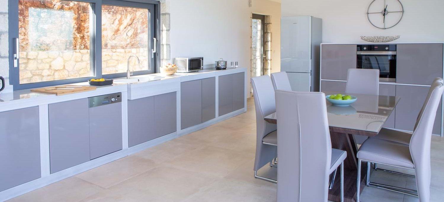 villa-soloma-meganissi-modern-kitchen