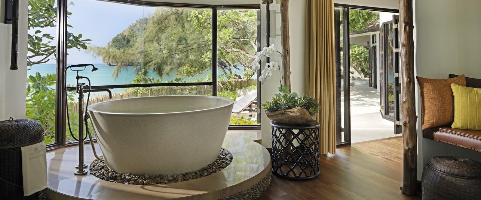 rayavadee-villa-master-bathroom