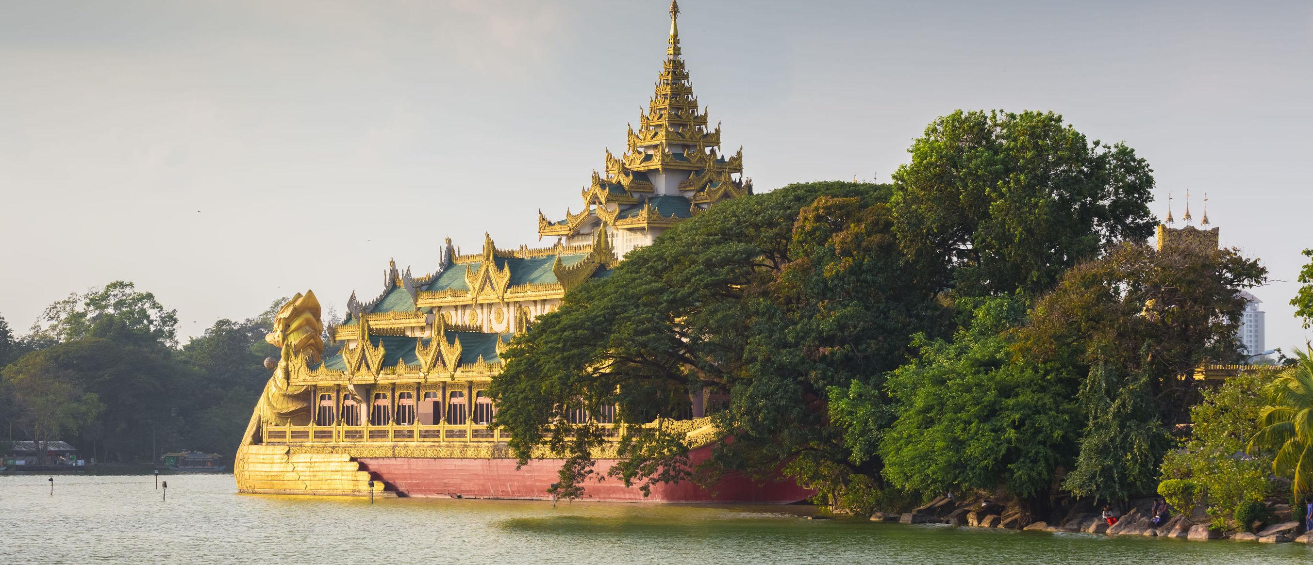 Kandawgyi-Lake-Yangon