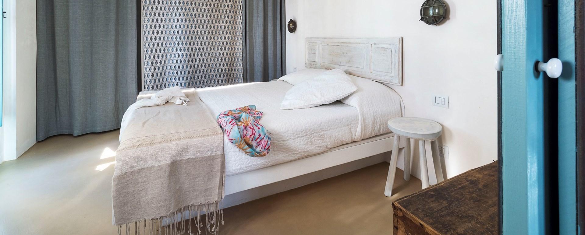 golden-sands-sicily-villa-bedroom
