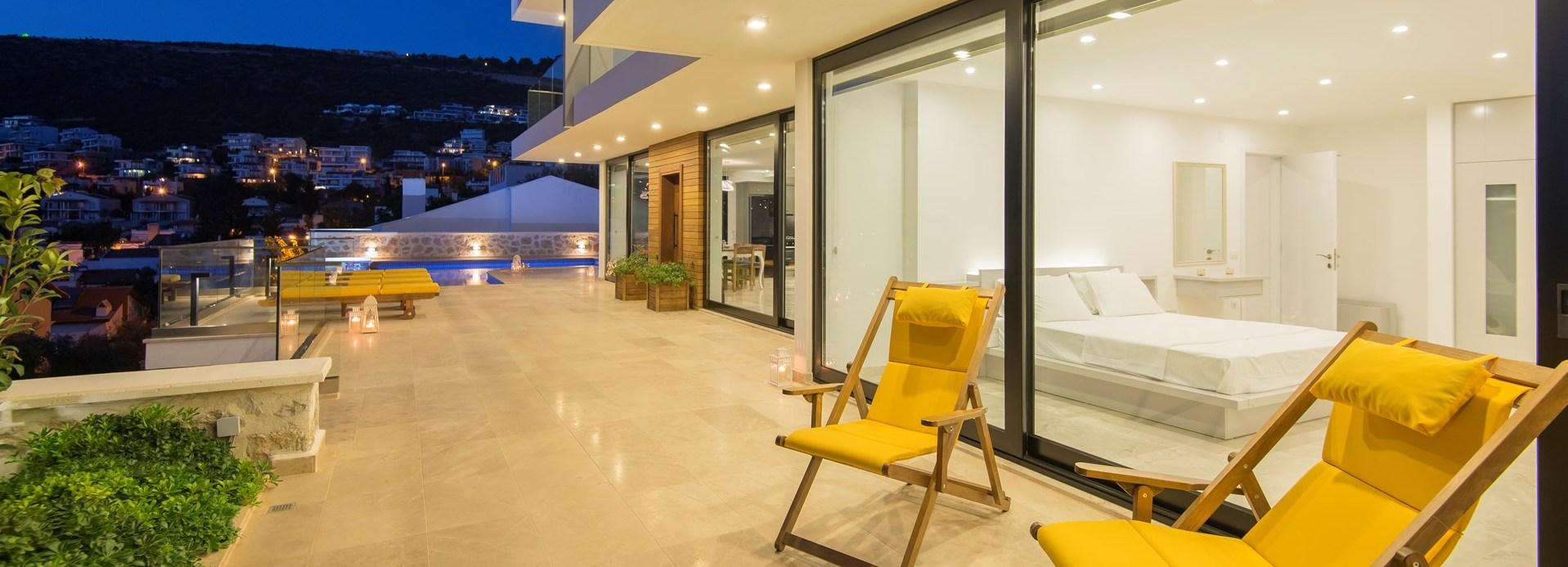 villa-kalamar-pool-terrace